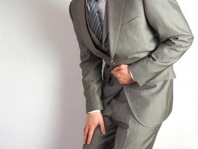 腹痛の男性.jpg